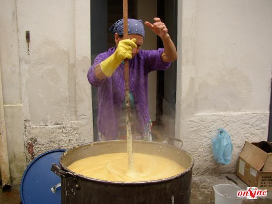 Il sapone fatto in casa nella tradizione il sapone - Sapone neutro per pulizie casa ...